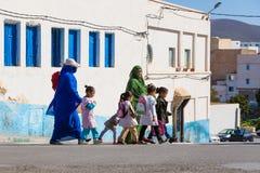 Sidi Ifni, Marocco - 11 novembre 2016: Scene in pieno dei colori dentro Fotografia Stock