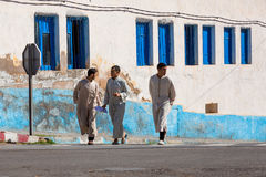 Sidi Ifni, Marrocos - 11 de novembro de 2016: Cenas completamente das cores dentro Fotografia de Stock