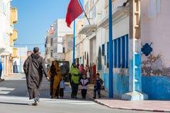 Sidi Ifni, Marrocos - 11 de novembro de 2016: Cenas completamente das cores dentro Foto de Stock Royalty Free