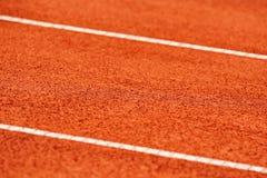 Sidlinjer specificerar på en tennisbana Royaltyfri Bild