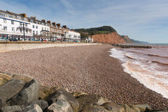 Sidmouth海滩沿海岸区和旅馆德文郡英国英国有沿侏罗纪海岸的一个看法 库存照片