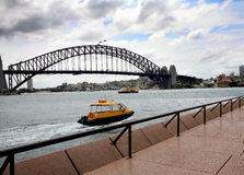 Sidney Bridge water taxi Royalty Free Stock Photography