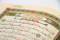 Sidor av den heliga boken av quranen Royaltyfri Foto