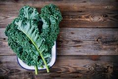 Sidor för kål för ny rå grön superfoodgrönkål lockiga Royaltyfria Bilder