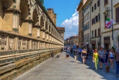 Sidosikt av basilikan Santa Maria Novella i Florence, Italien Royaltyfria Bilder