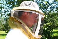 Sidosikt av beekeeperen Arkivfoton