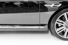 Sidosikt av bilen för bil för motor för bentley W12 den lyxiga på Belgrade bilshow Arkivfoton