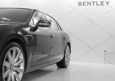 Sidosikt av bilen för bil för motor för bentley W12 den lyxiga på Belgrade bilshow Royaltyfri Foto