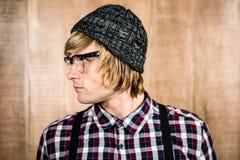 Sidosikt av den allvarliga blonda hipsteren Royaltyfri Fotografi