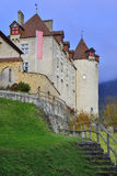 Sidosikt av den Gruyeres slotten Fotografering för Bildbyråer