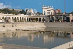 Sidosikt av den huvudsakliga Gurudwara sikh- templet i Indien Royaltyfri Foto