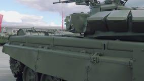 Sidosikt av den militära maskinen på arméexpon 2018 arkivfilmer