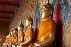 Sidosikt av den religiösa statysymbolen i tempel av gryning Fotografering för Bildbyråer