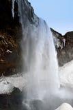 Sidosikt av den Seljalandsfoss vattenfallet Island Arkivfoto