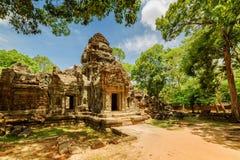 Sidosikt av gopuraen på den forntida Ta-Somtemplet i Angkor, Cambodja Arkivfoto