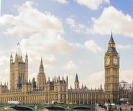 Sidosikt av hus av parlamentet, London Royaltyfria Bilder