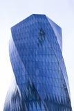 Sidosikt av moderna glass skyskrapor med reflexion Fotografering för Bildbyråer