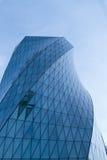 Sidosikt av moderna glass skyskrapor med reflexion Arkivbilder