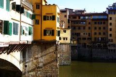 Sidosikt av Ponte Vecchio i Florence Italy Royaltyfria Foton