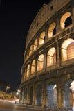 Sidosikt av Roman Colosseum, Italien Arkivbild