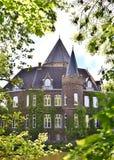 Sidosikt av slotten Linnep royaltyfri foto