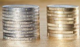 Sidosikt av staplade mynt Royaltyfria Bilder