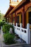 Sidosikt för buddistisk tempel Royaltyfria Foton