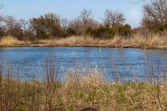 Sidosikten av Plattet River Nebraska i Tooley parkerar Marquette fotografering för bildbyråer