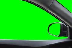 Sidospegel och bakre sikt, sikt inom bilen med grön stenras som isoleras på bakgrund med den snabba banan Arkivfoton