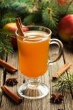Sidra de maçã quente do inverno tradicional caseiro com Foto de Stock