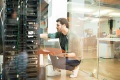 Sieć administrator w serweru pokoju zdjęcia royalty free