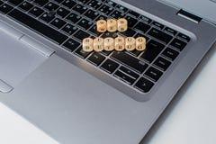Sieć Betrug, Niemiecki tekst dla sieci oszustwa, słowo na notatnik klawiaturze zdjęcia stock