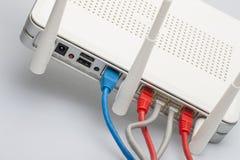 Sieć kable łączący router Sieci komunikacje obraz stock