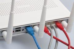 Sieć kable łączący router Sieci komunikacje obrazy stock