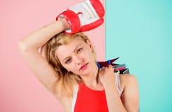 Sie gewann Rabatt im Kampf werden Sie zum Einkauf fertig Einkaufsverkaufsjahreszeit m?den Damenboxers Wie Gewinn am Wetten Kaufen lizenzfreie stockbilder