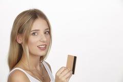 Sie gibt viel Geld mit Kreditkarte aus Lizenzfreies Stockbild