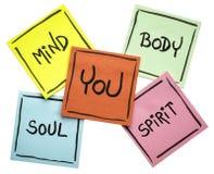Sie, Körper, Verstand, Seele und Geist - klebriger Anmerkungssatz stockfotos