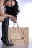 Sie kauft smth auf Verkauf I Stockfotografie