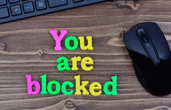 Sie sind blockierte Wörter auf Tabelle Lizenzfreies Stockbild