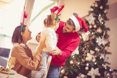 Sie sind ein kleiner Helfer von Santa Claus stockfotografie