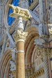 Sie-Wolf mit Romulus und Remus vor dem Duomo von Siena Lizenzfreie Stockfotografie