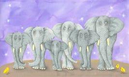 Sieben Elefanten und drei Vögel Stockfotos