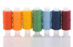 Sieben farbige Spulen Lizenzfreie Stockfotografie