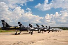 Sieben Flugzeuge vom Breitling Strahlen-Team Lizenzfreie Stockbilder