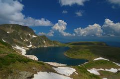 Sieben Rila Seen, Bulgarien - Sommer über dem Kidney See Stockbild