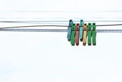 Sieben Wäscheklammern Stockfotos