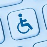 Sieci dostępności interneta online strony internetowej disabi komputerowi ludzie obraz royalty free