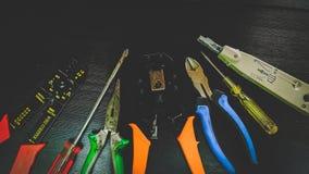 Sieci narzędzia dla depeszować, czarny tło obrazy stock