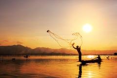 sieci rybackiej zmierzchu miotanie zdjęcie royalty free