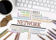 SIECI słowa chmura, biznesowy pojęcie target1166_0_ biznesmena biurka biurowy sieci biel zdjęcia royalty free